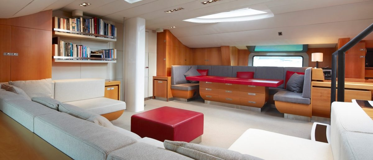 Silvertip superyacht sailing Pacific